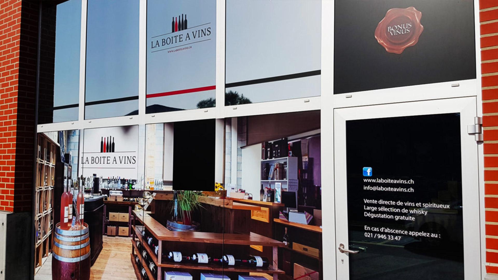 adhésif extérieur enseigne suisse La boîte à vin
