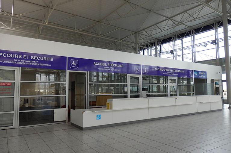 adhésif intérieur hall d'aéroport